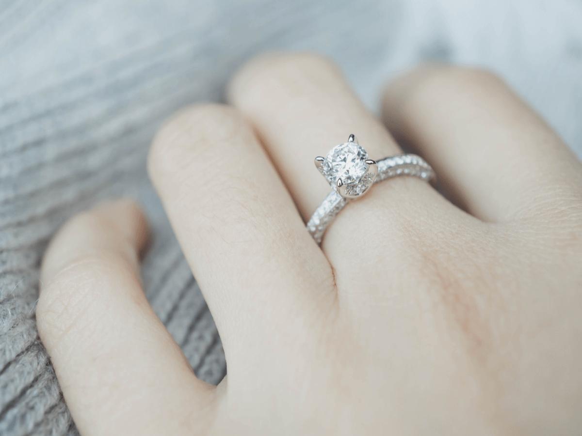 ダイヤモンドのお手入れ方法!ネックレスや指輪が曇ったときはこれで解決!