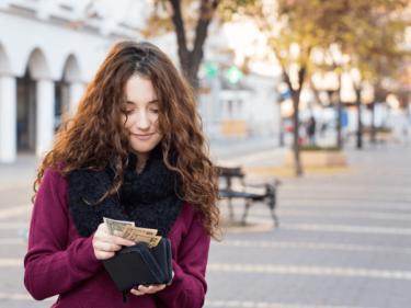プラダの財布は買取価格が低い?少しでも高額査定してもらえるための3つのポイント