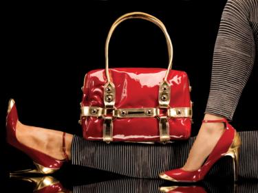 エナメルバッグのお手入れに防水スプレーはNG!ベタつきやカビが生えたときの対処法