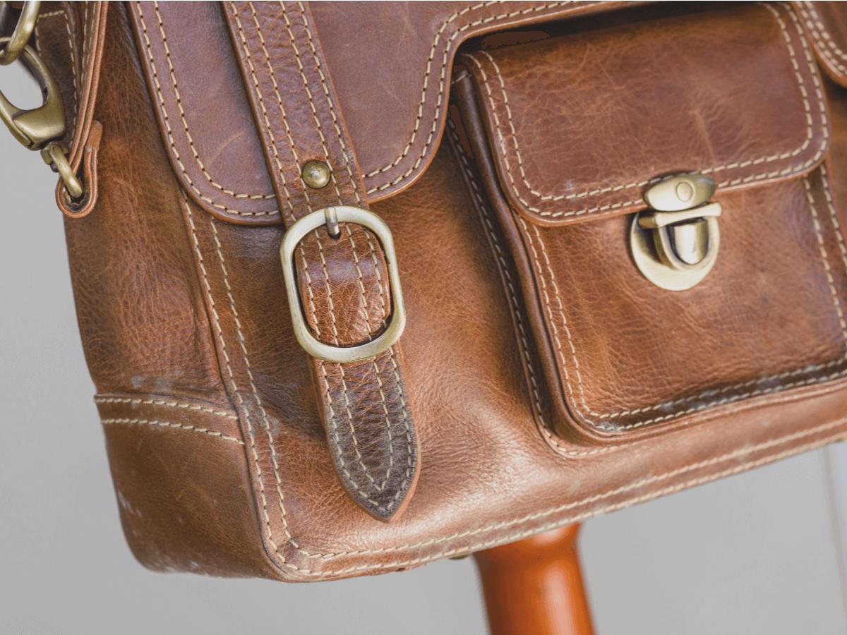 a119fb55e83e これらの条件が揃う環境にバックなどを収納しておくとカビが生えてしまいます。特に革製のバックや靴は布製やビニール製に比べるとカビが生えやすいです。