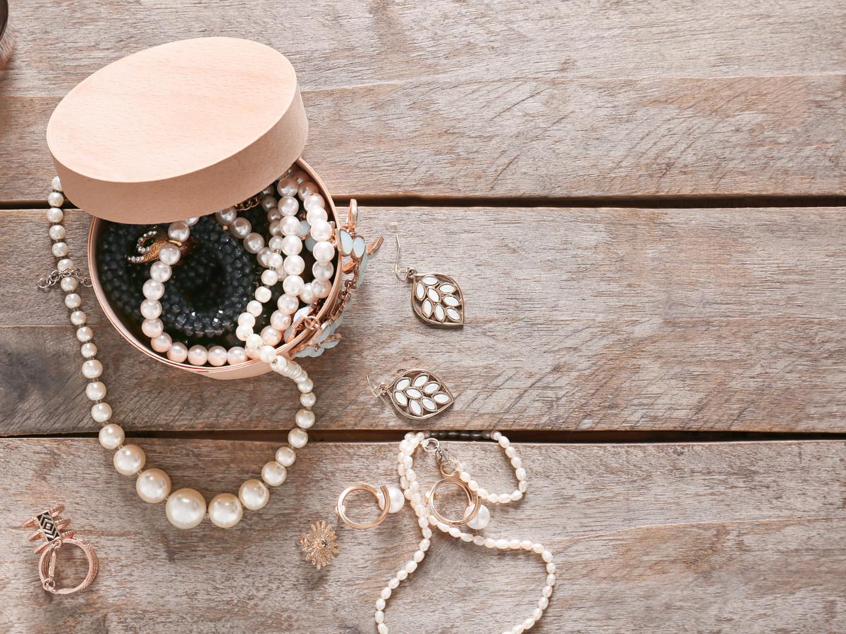 真珠のお手入れ方法!布を使った基本的な掃除からパーツ別の手入れ法