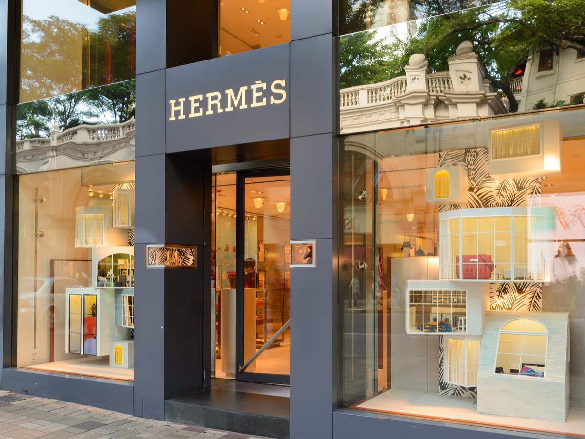 """エルメスの定番財布""""ベアン""""の人気色やサイズは?定価や買取価格・修理法について"""