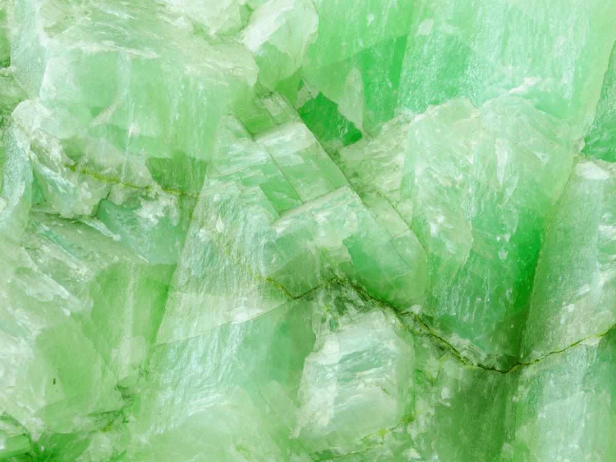 翡翠の価値を決める3つのポイント!日本の「国石」として知られる宝石とは?