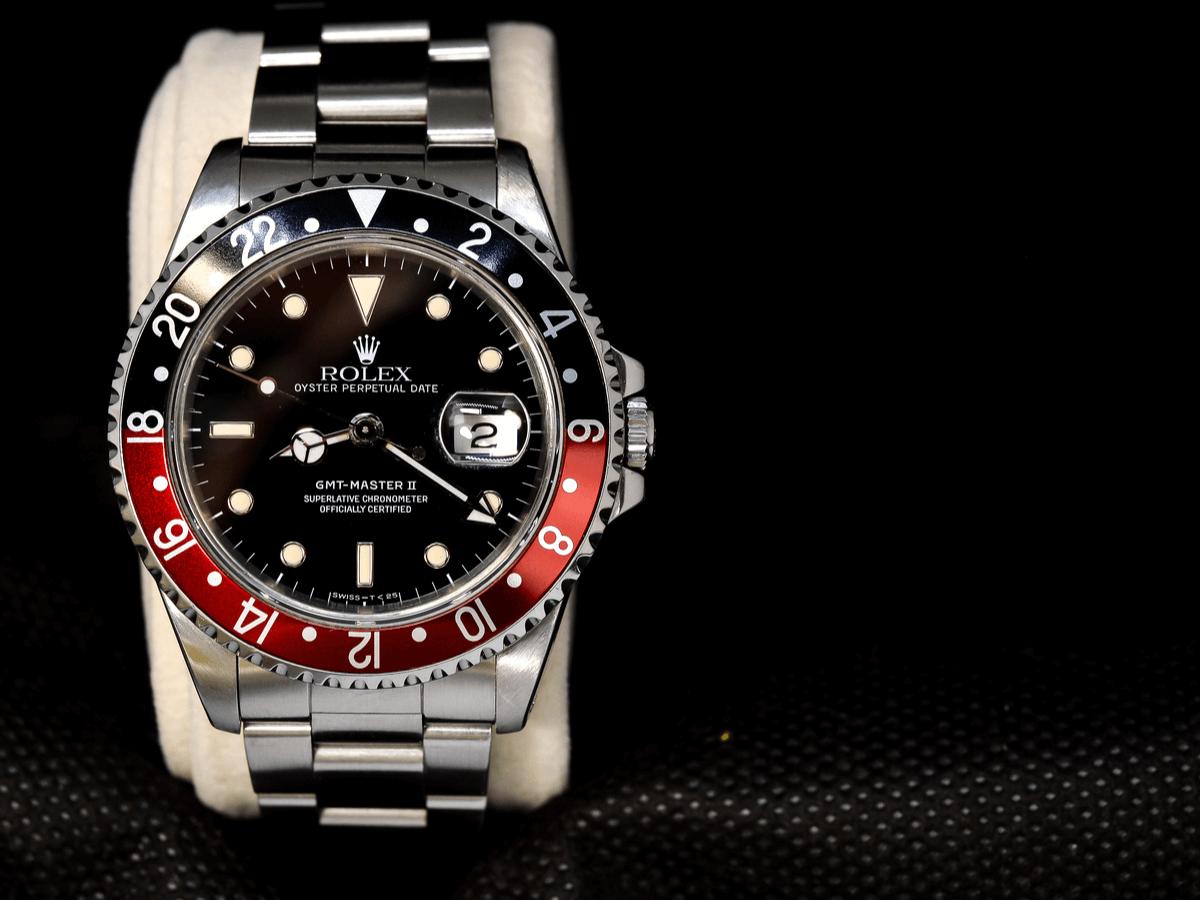 ロレックス『GMTマスター2』は硬派でドレッシーな腕時計!青黒・赤青・黒黒・ペプシと知っておきたいベゼルのこと