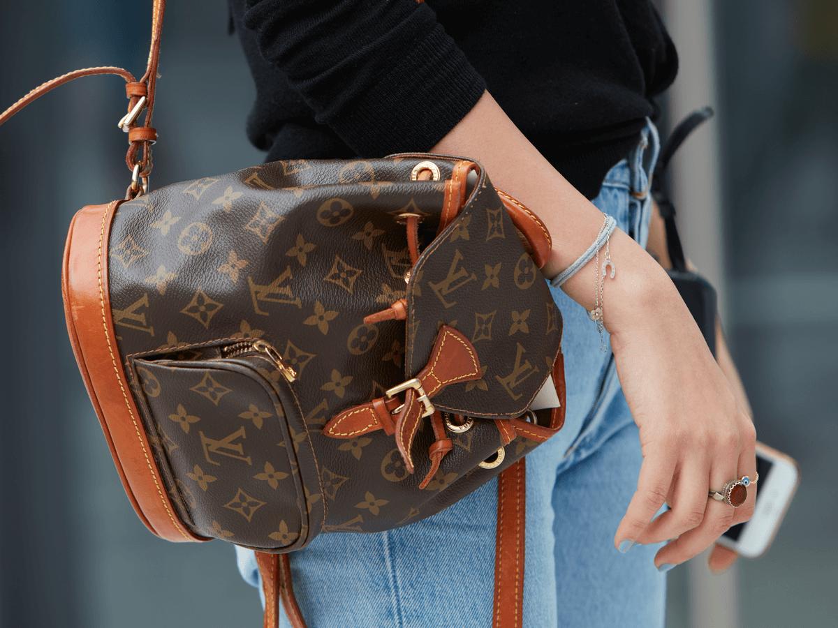 ルイヴィトンの『モンスリ』は珍しいリュックタイプのバッグ!気になるサイズ・買取価格は?