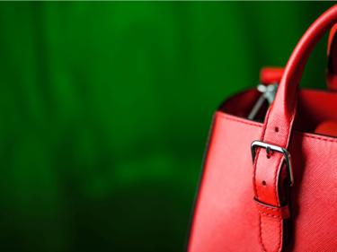 セリーヌ『ベルトバッグ』はおしゃれさんの必須アイテム!サイズや色・値段と買取価格とは?