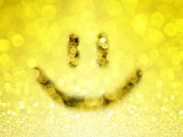 ティファニースマイルネックレスは有名人も愛用する人気デザイン!どの年代にも合う笑顔を引き出すおすすめ5選